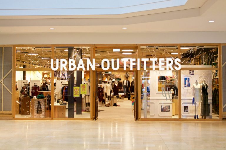 urbanoutfitters-storefront