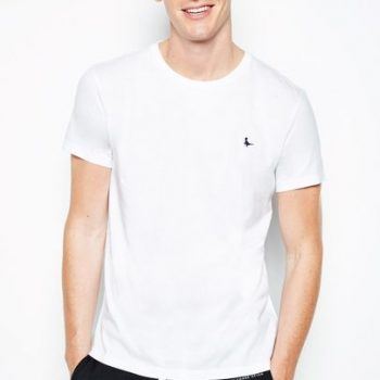 SANDLEFORD BASIC TEE USD29.95 + 35% OFF http://www.jackwills.com/en-us/sandleford-basic-tee-100006819037.html?cgid=Gentlemens_Holiday_Shop